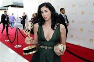 Sarah Silverman shows off her Vape Pen at the Emmys